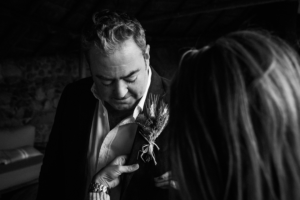 African boutonnière, groom ready, before the wedding, Ulusaba groom