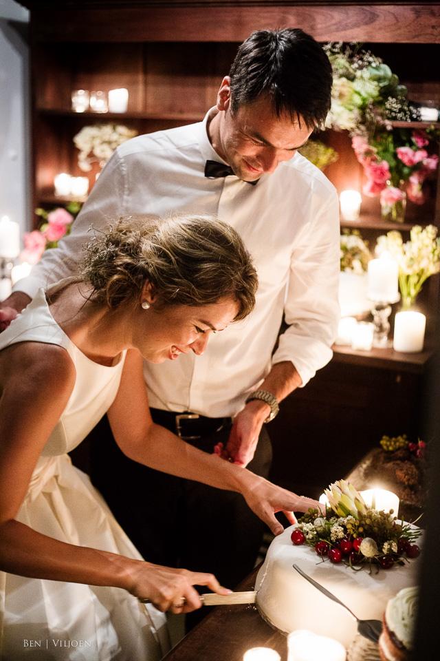 Cutting the wedding cake, The Rose Pavilion, Plettenberg Bay wedding