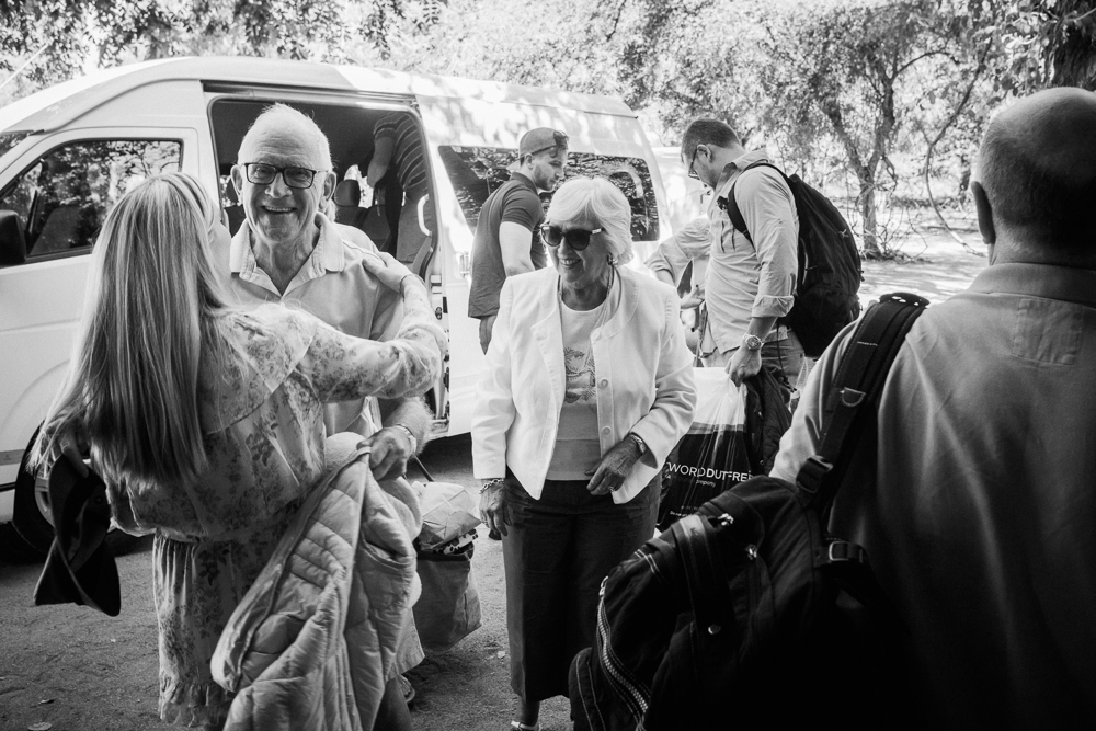 Guests arriving for Thornybush wedding