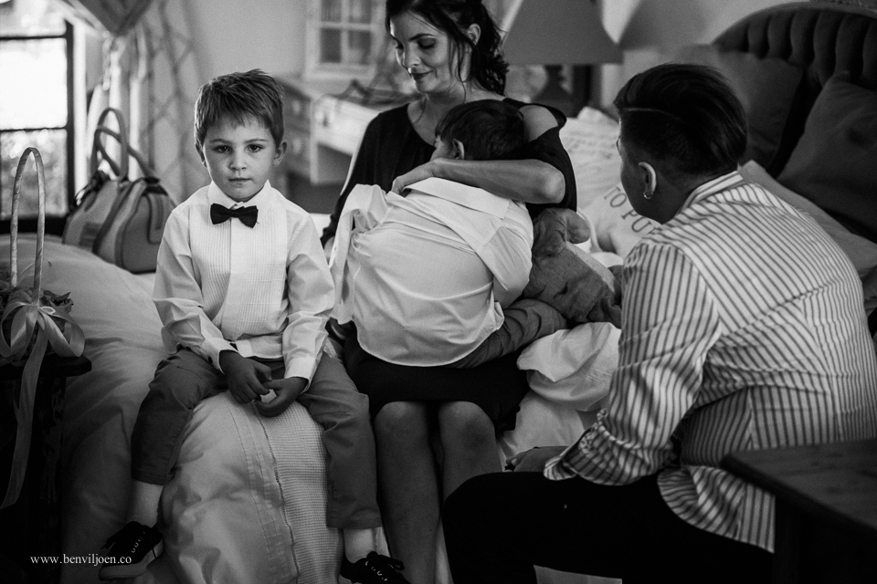 Mom struggling to get a pageboy dressed before a wedding in Parys.