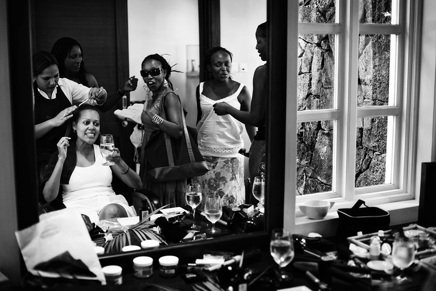 bride getting ready with friends in Mauritius