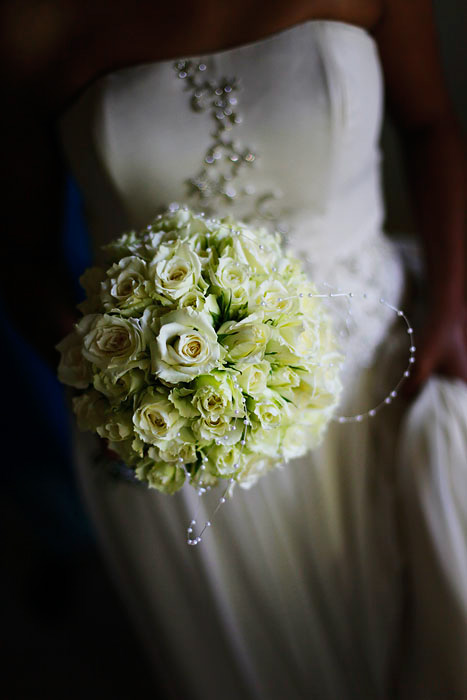 bride and bouquet in Mauritius