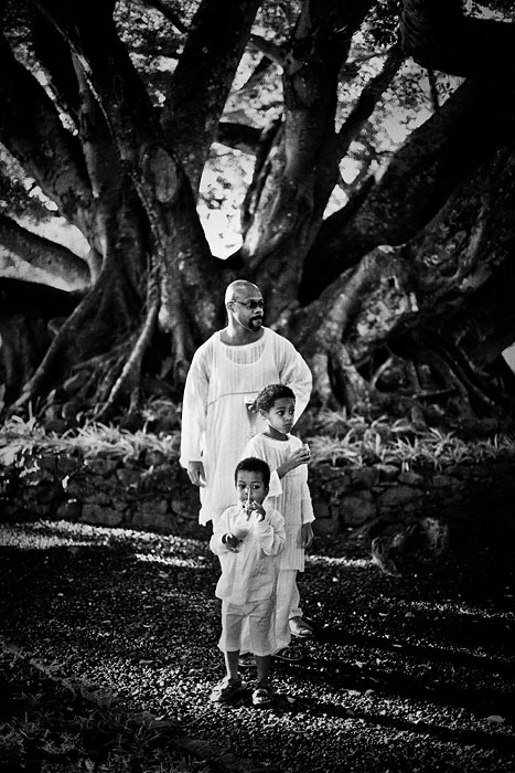 Groom with children and a spectacular tree in Mauritius